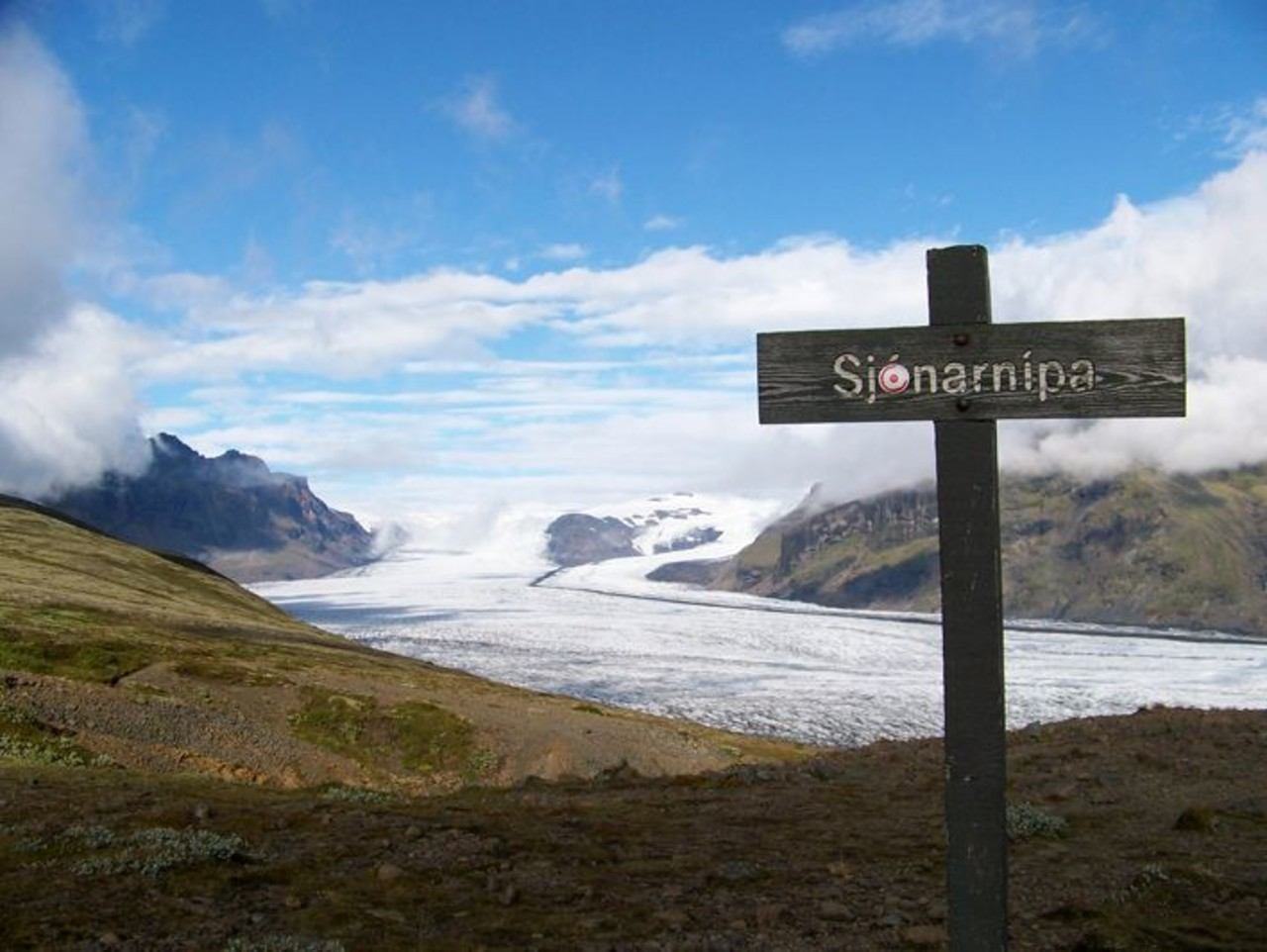 Sign that sais Sjónarnípa with glacier in background